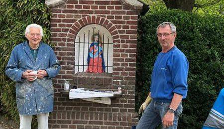 Jo Manders en Toon Gerrits Opknappen Mariabeeld
